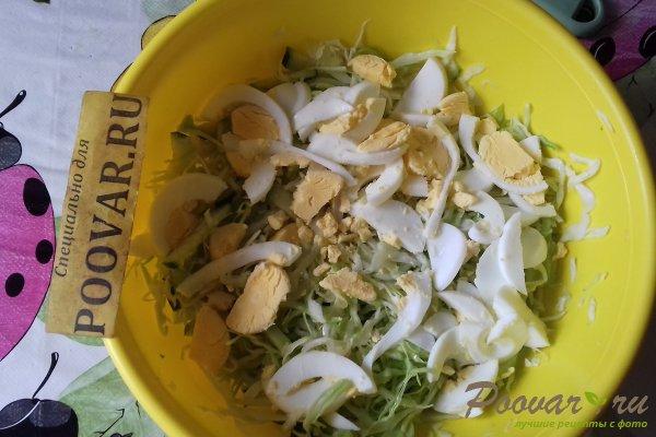 Салат с капустой и кальмарами Шаг 10 (картинка)