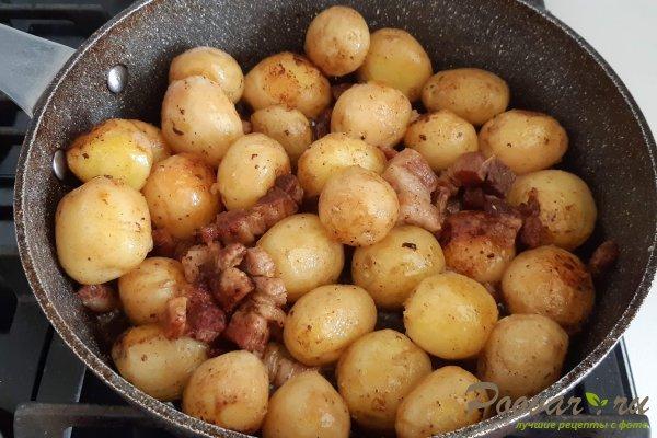 Молодой картофель со свининой на сковороде Шаг 8 (картинка)
