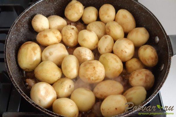 Молодой картофель со свининой на сковороде Шаг 7 (картинка)