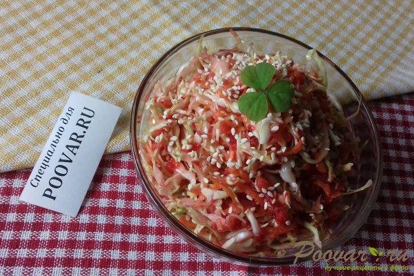 Салат из капусты со свёклой и яблоком Изображение