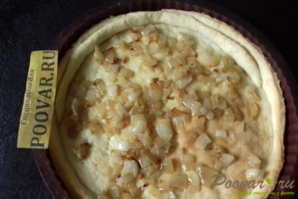 Тёртый пирог с луком, яйцом и сыром Шаг 13 (картинка)