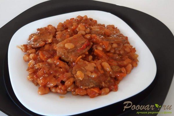 Тушеная фасоль с мясом на сковороде Изображение