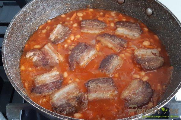 Тушеная фасоль с мясом на сковороде Шаг 8 (картинка)