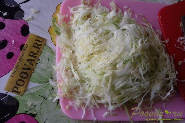 Салат из капусты с сыром, грибами и сухариками Шаг 1 (картинка)
