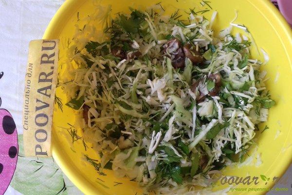 Салат из капусты с сыром, грибами и сухариками Шаг 9 (картинка)