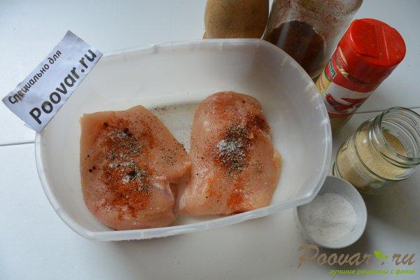 Салат из куриной грудки, яиц и зелёного горошка Шаг 2 (картинка)