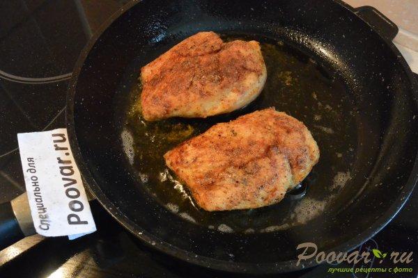 Салат из куриной грудки, яиц и зелёного горошка Шаг 7 (картинка)