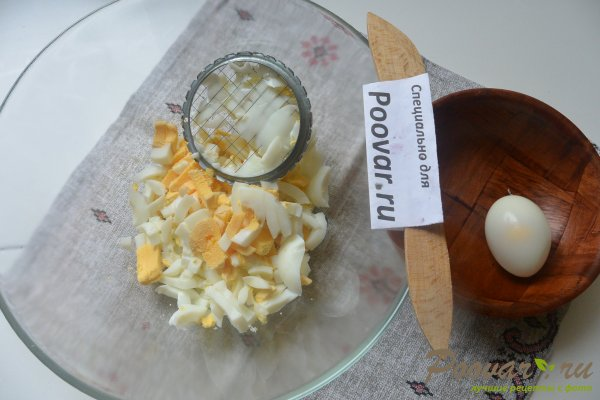 Салат из куриной грудки, яиц и зелёного горошка Шаг 9 (картинка)