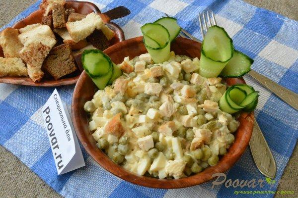 Салат из куриной грудки, яиц и зелёного горошка Изображение