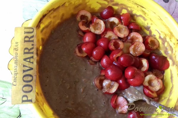 Шоколадный пирог с морковью и ягодами Шаг 11 (картинка)
