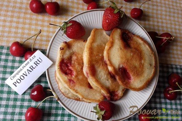 Дрожжевые оладьи с ягодами Изображение