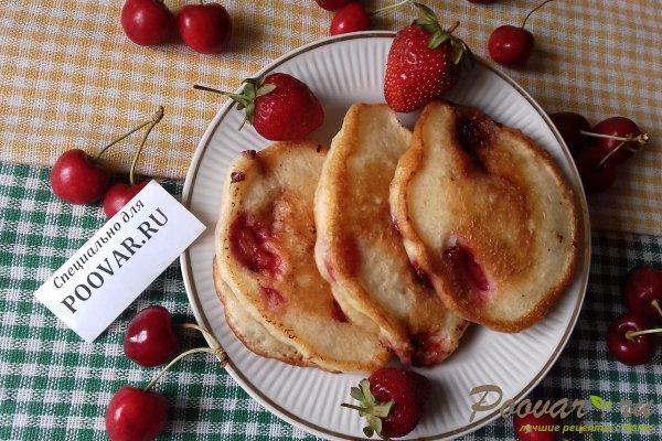 Дрожжевые оладьи с ягодами Шаг 15 (картинка)