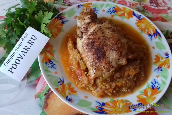 Курица на овощной подушке Изображение
