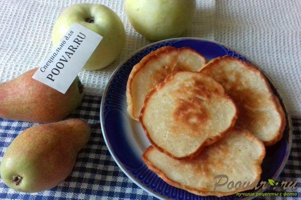 Оладьи с яблоками и грушами Изображение