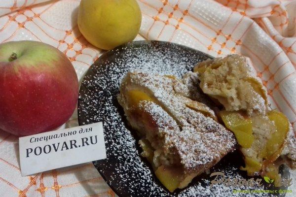 Пирог с персиками и яблоками Изображение