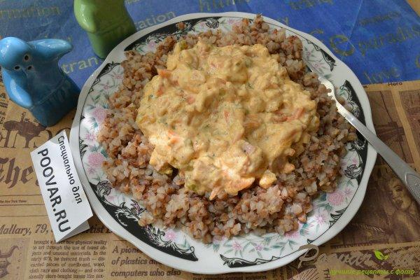 Гречневая каша в сливочном соусе с колбасой Изображение