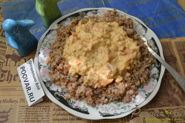 Гречневая каша в сливочном соусе с колбасой Шаг 9 (картинка)