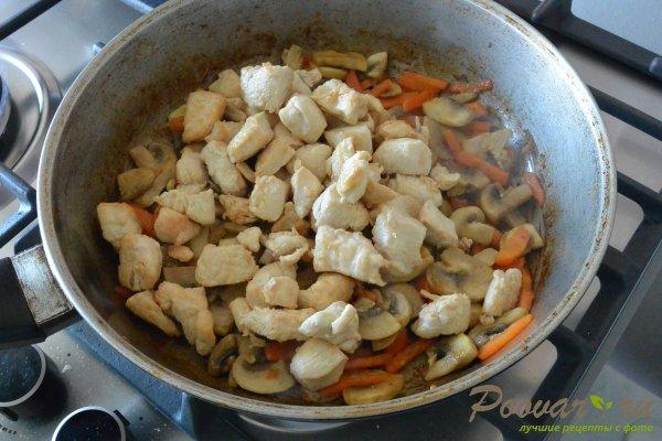 Курица с шампиньонами в сливочном соусе Шаг 7 (картинка)