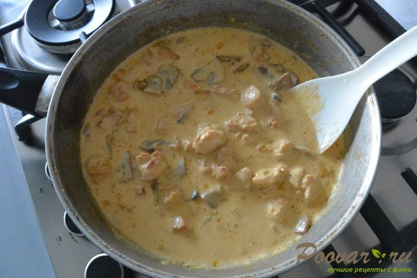 Курица с шампиньонами в сливочном соусе Шаг 10 (картинка)