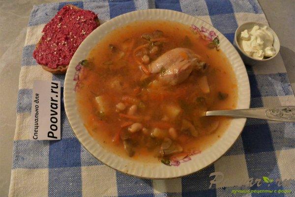 Куриный суп с грибами и фасолью Изображение