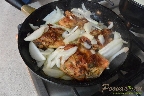 Жареная курица с луком на сковороде Шаг 7 (картинка)