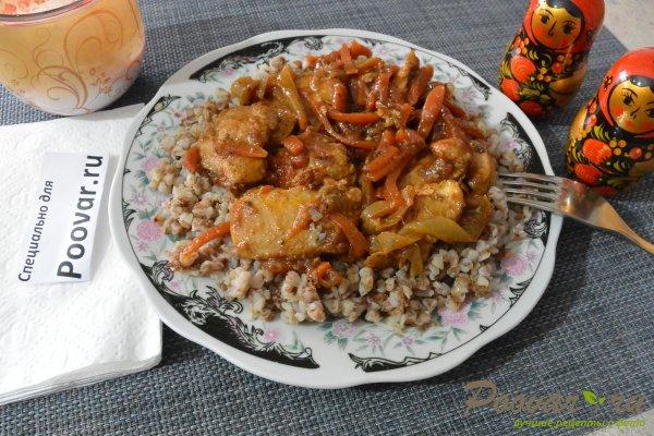 Куриное филе с овощами на сковороде Изображение