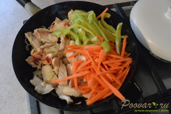 Куриное филе с овощами на сковороде Шаг 7 (картинка)