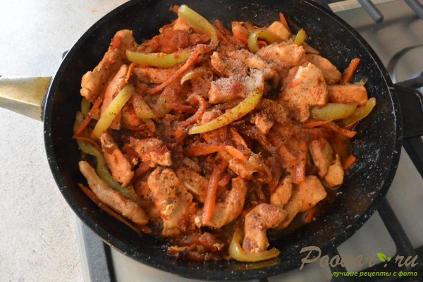 Куриное филе с овощами на сковороде Шаг 9 (картинка)