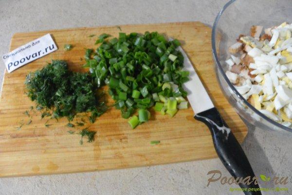 Салат из курицы с зелёным горошком и яйцом Шаг 9 (картинка)