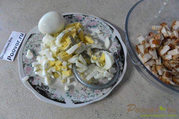 Салат из курицы с зелёным горошком и яйцом Шаг 8 (картинка)