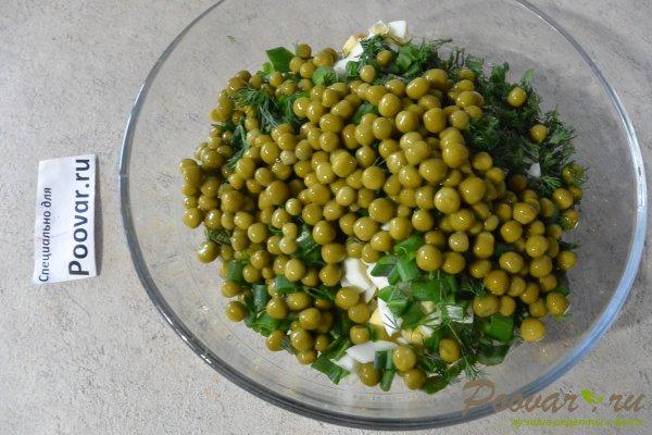 Салат из курицы с зелёным горошком и яйцом Шаг 10 (картинка)