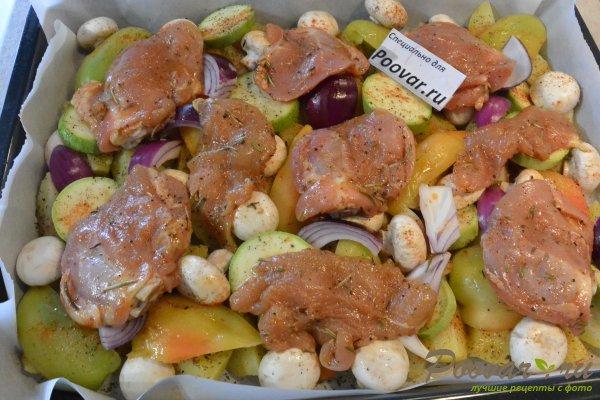 Курица, запечённая с овощами в духовке Шаг 12 (картинка)