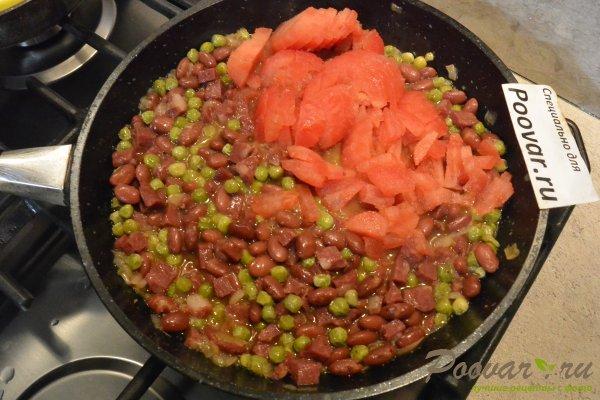 Фасоль с колбасой в томатном соусе на сковороде Шаг 7 (картинка)