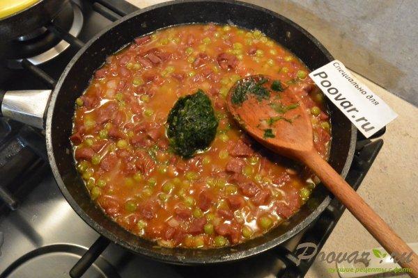 Фасоль с колбасой в томатном соусе на сковороде Шаг 8 (картинка)