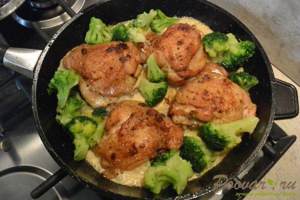 Курица с брокколи в сливочном соусе Шаг 9 (картинка)