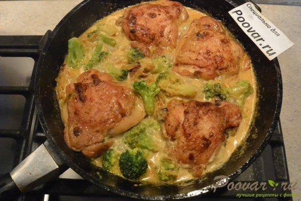 Курица с брокколи в сливочном соусе Шаг 10 (картинка)
