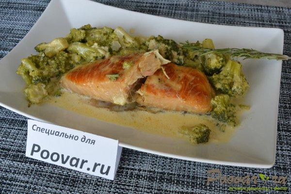 Семга с брокколи в сливочном соусе Изображение