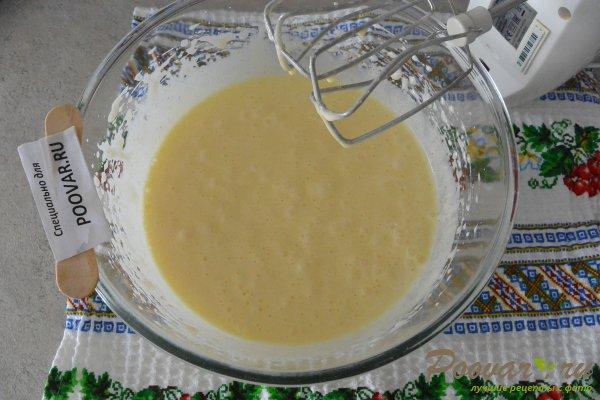 Кекс на вишневом соке с манкой и мукой Шаг 8 (картинка)